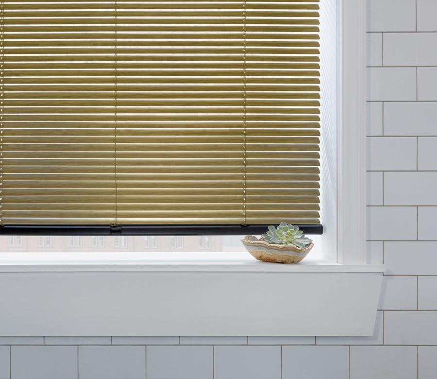 hunter douglas aluminium blinds in modern bathroom Naples 34119